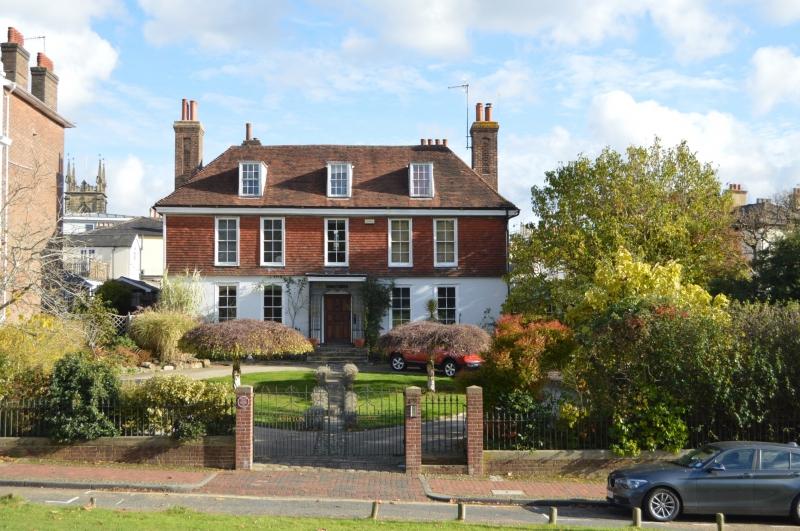 Tunbridge Wells dating site for single men and women in East Sussex